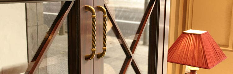 Handles & Knobs in Traditional Design